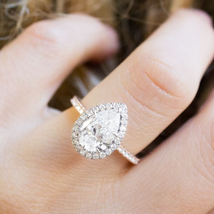 Best Custom Engagement Rings Chicago: Our Favorite Pear Engagement Rings