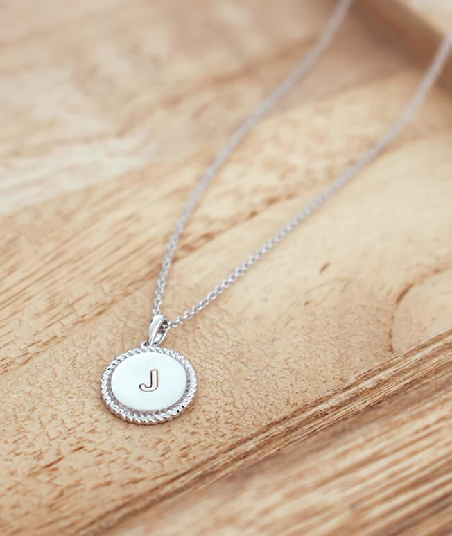 Personalized white gold necklace with engraving