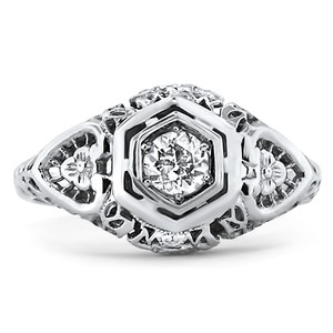 18K White Gold The Peggy Ring, top view