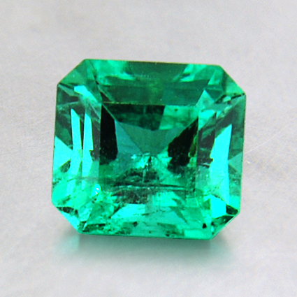6x5.6mm Emerald, top view